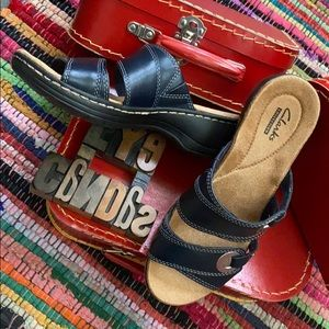 CLARKS Collection Slip-On Sandal in Navy Blue